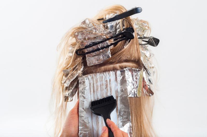 Grünstich aus blonden Haaren entfernen – mit unseren Hausmittelchen