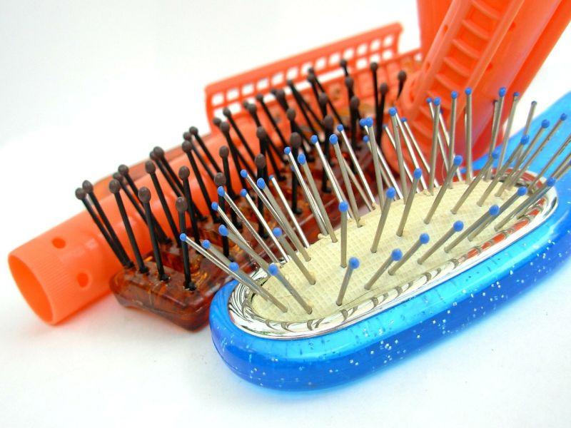 Die Haarbürste reinigen: So geht's ganz einfach