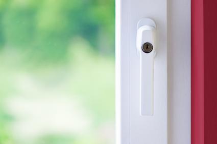Der Artikel gibt Tipps bezüglich Schimmel auf Fensterrahmen.