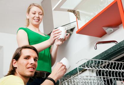 Artikelgebend sind Tipps zum Beseitigen von Gerüchen in der Spülmaschine.