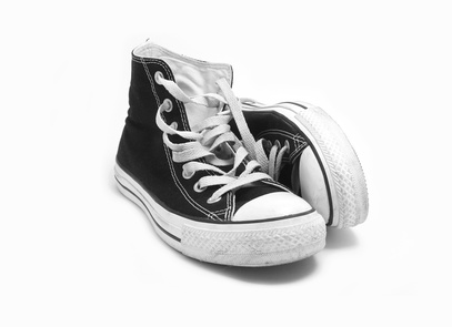 Damit die Sneaker lange schön bleiben – so putzen Sie Ihre Schuhe am besten
