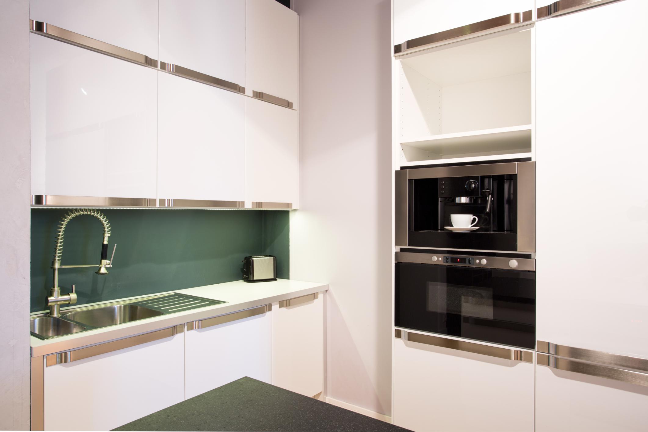 Her mit der neuen Küche: Zehn Tricks für mehr Stauraum
