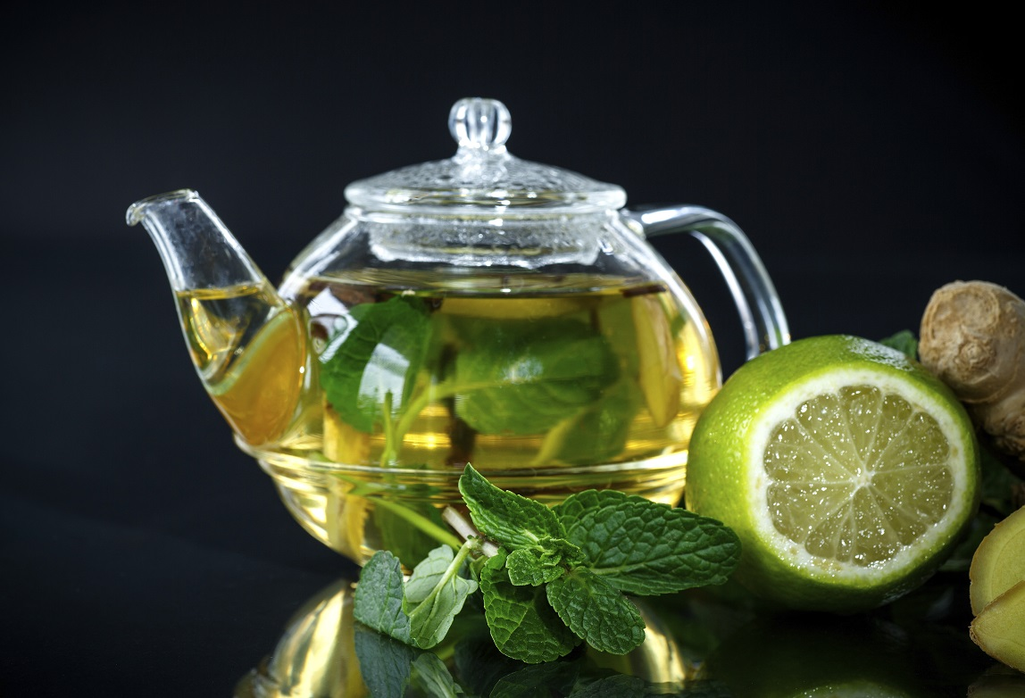 Tee mit Limone und Minze