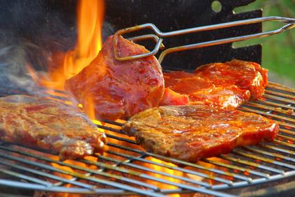 Abgepacktes Grillfleisch fällt im Öko-Test durch