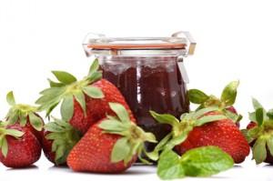 Einkochen: So werden Marmeladengläser keimfrei