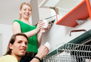 So beseitigt ihr Gerüche in der Spülmaschine