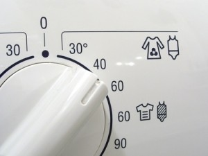 Was tun, damit weiße Wäsche strahlend weiß bleibt?