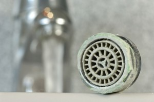 Kalkflecken umweltschonend und kostengünstig entfernen