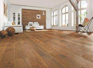 Eine spezielle Bodenpflege ist gerade für die Auffrischung versiegelter Parkettböden und beschichteter Oberflächen unverzichtbar. Foto: djd/Hamberger Flooring