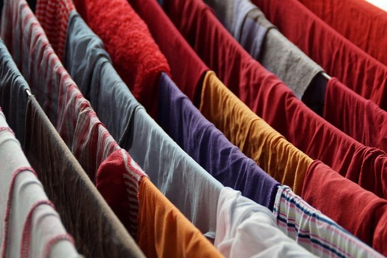 Wäsche im Winter in der Wohnung trocknen – so geht's richtig