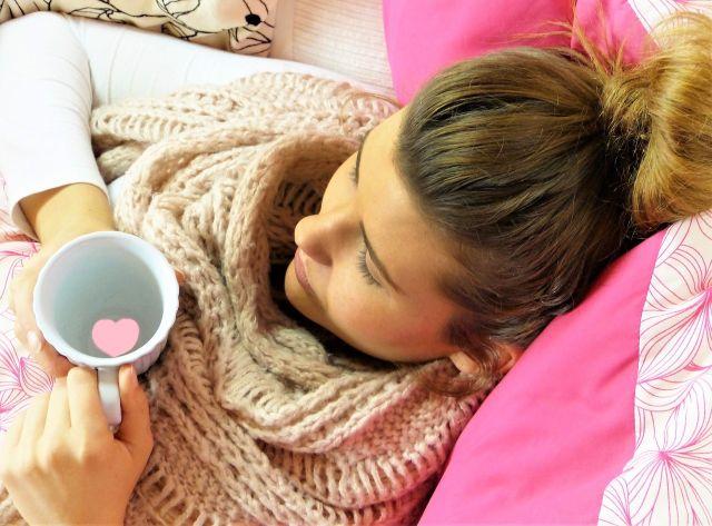 Hausmittel gegen Heiserkeit – Halswickel und Stimme schonen