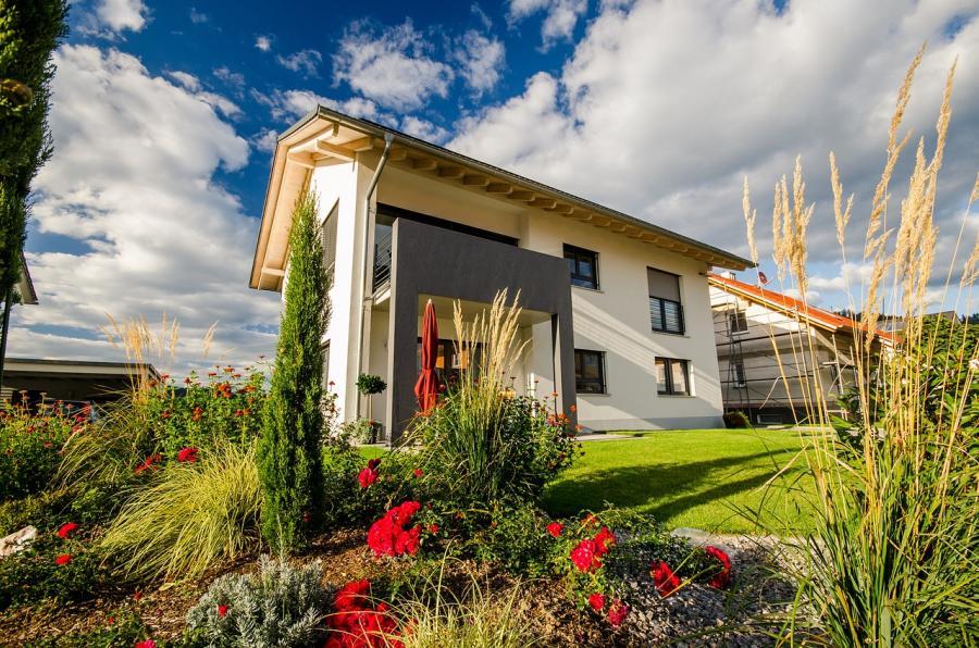 Mit wenig Geld den Garten verschönern – 4 Tipps für eine kostengünstige und moderne Gartengestaltung!