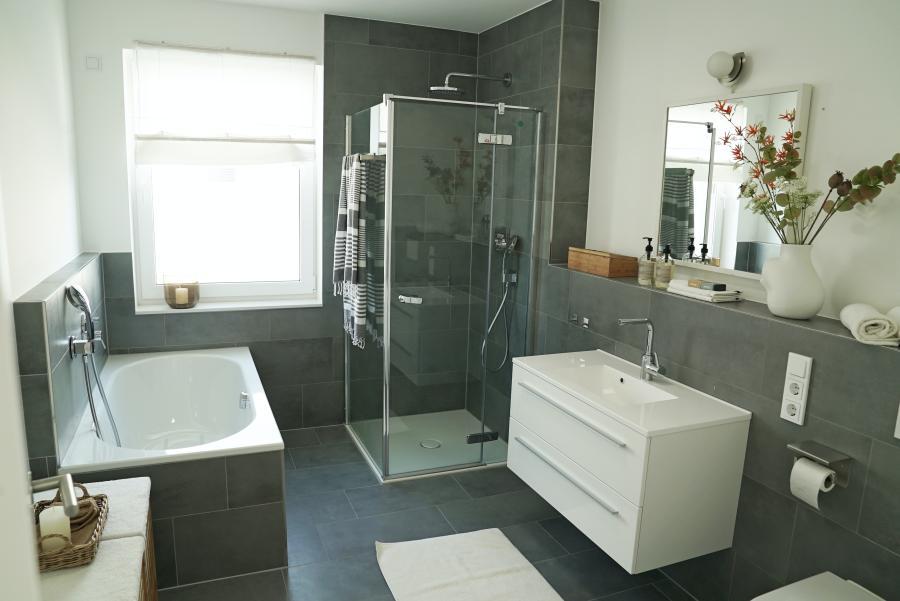 Schimmel im Badezimmer: So lässt er sich beseitigen